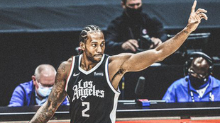 Kawhi Leonard celebra la victoria de los Clippers