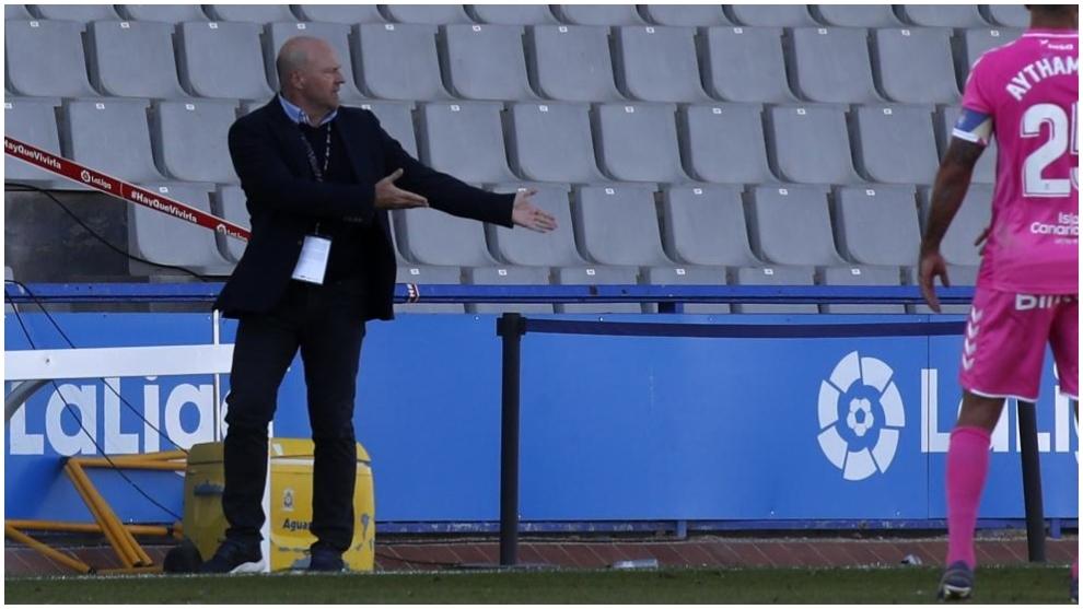 El técnico de la UD Las Palmas, Pepe Mel, durante un partido de esta...