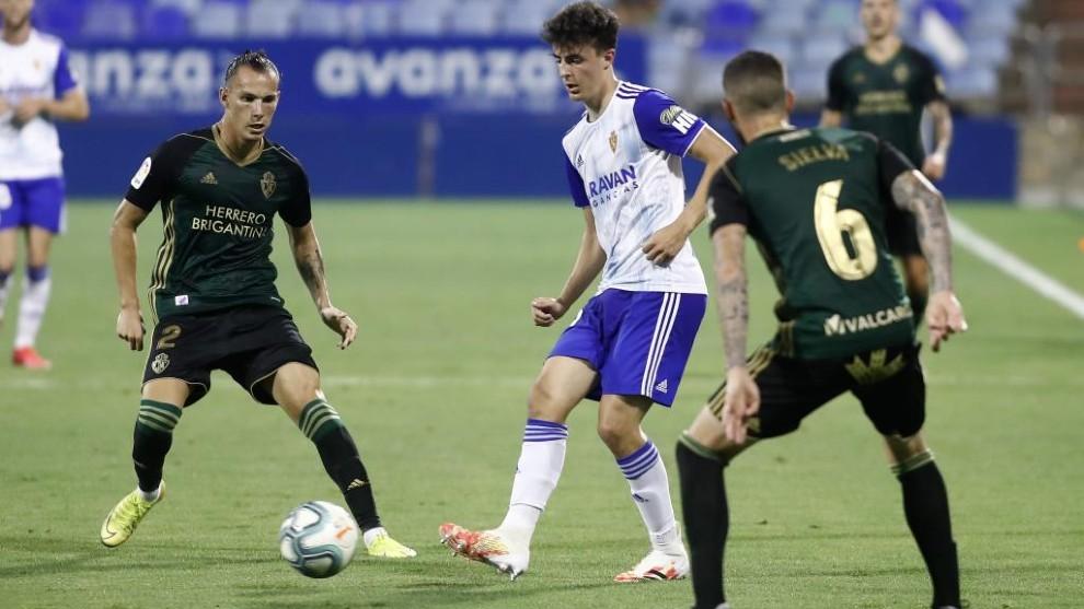 Alejandro Francés durante un partido con el Real Zaragoza.