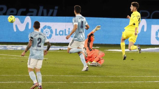 Fer Niño marca un gol ante el Celta en LaLiga.