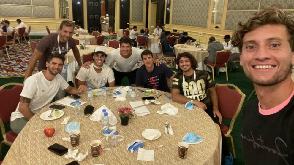 Andrea Collarini, con Francisco Cerúndolo y otros tenistas argentinos