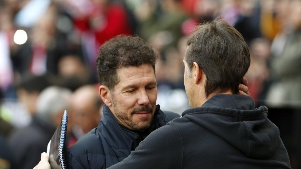 Simeone y Lopetegui se saludan.