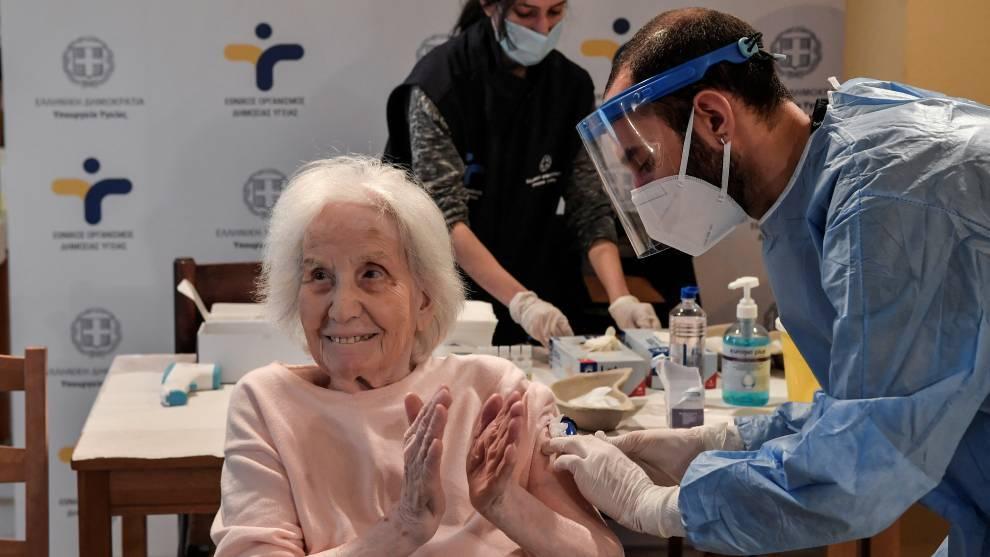 Adultos mayores de 60 años, vacunas contra el coronavirus