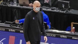 Rick Carlisle, entrenador de los Mavericks, durante un partido de su...