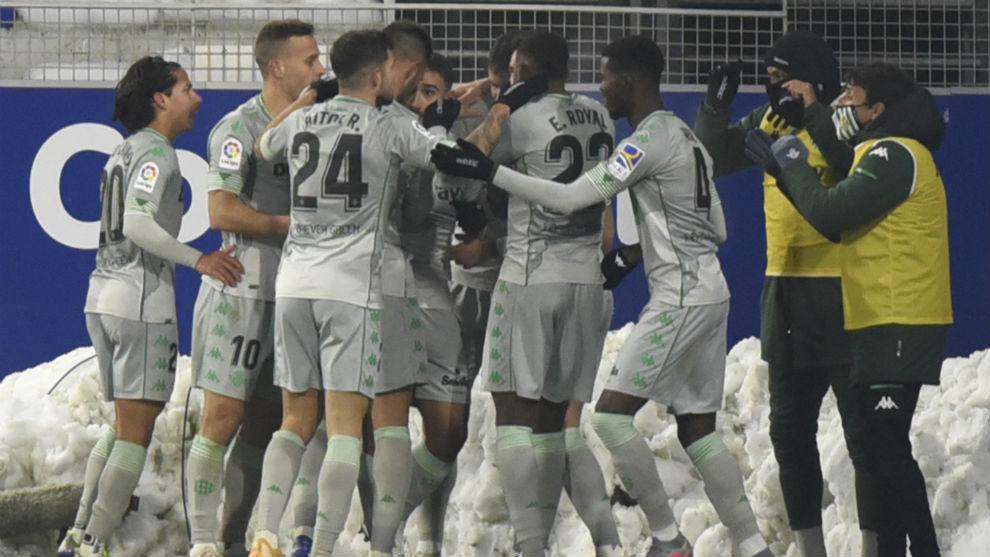 Celebración del gol de Mandi en Huesca