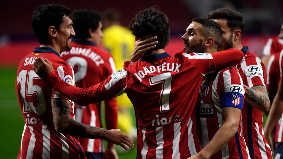 Los jugadores del Atlético celebran un gol de Joao Félix.