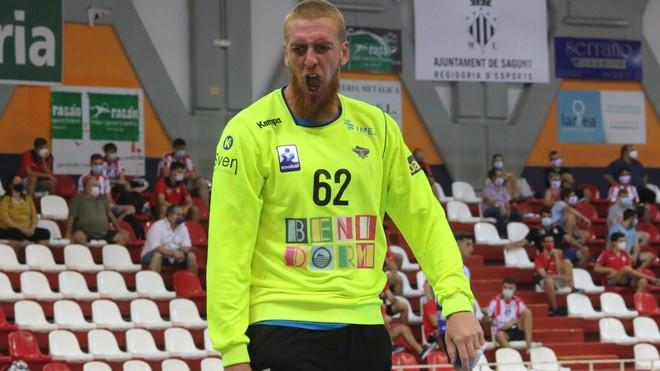 Leo Tercariol, en un partido con el Benidorm, en la Liga Asobal /