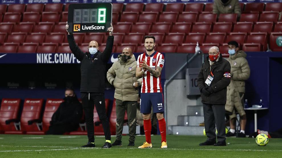 Saúl momentos antes de entrar al campo frente al Sevilla.