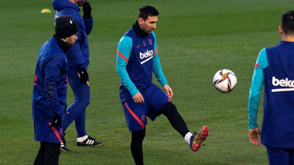 Messi not present for Barcelona training due to discomfort