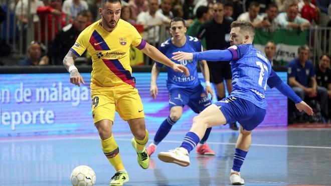 Ximninha conduce el balón ante Buitre en la última final de Copa de...