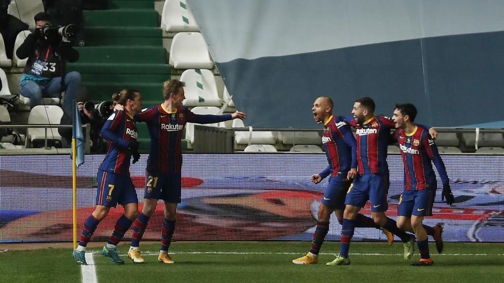 De Jong celebrates his opener with his teammates.