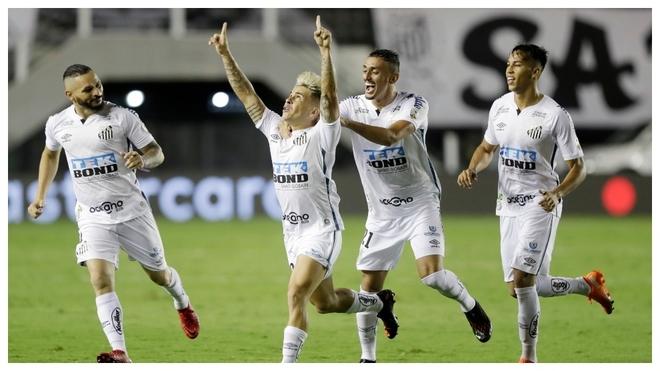 Santos goleó a Boca Juniors en dos minutos.