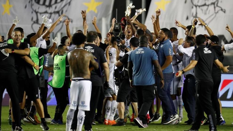 Santos golea a Boca y habrá final brasileña