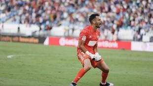 René celebra un gol de su equipo.