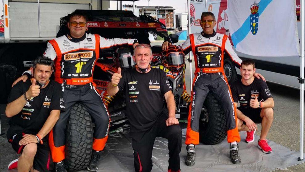 Ramilo (derecha) y Blanco (izquierda) al inicio del Dakar 2021.