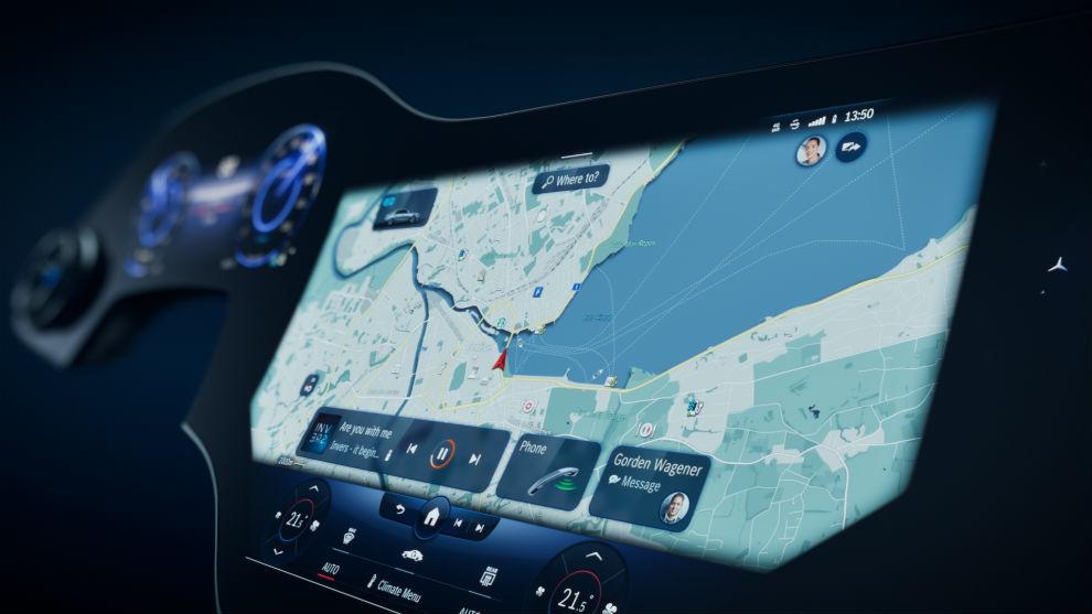En la nueva MBUX Hyperscreen convergen diversas pantallas de un modo integrador.