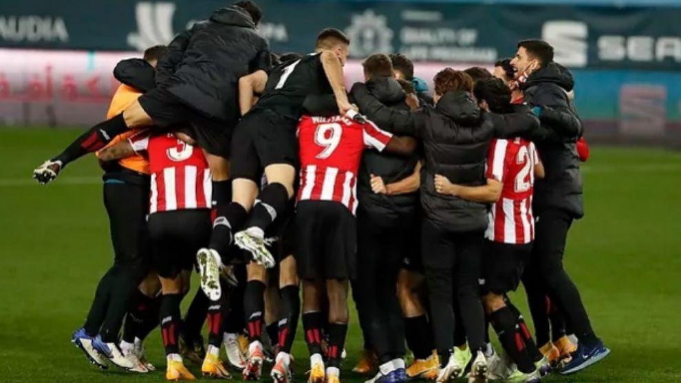 Los jugadores del Athletic celebran la victoria
