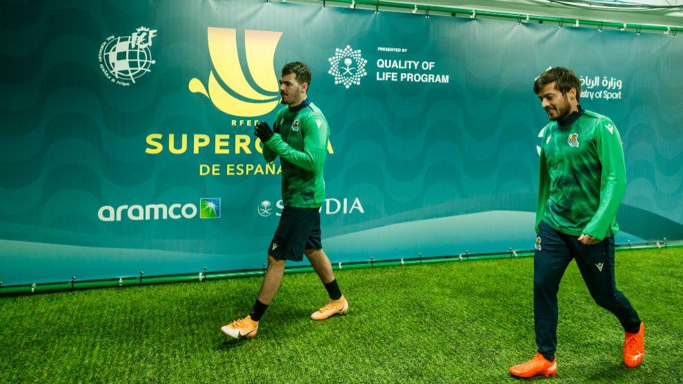 Silva, a la derecha, viajó a la Supercopa junto al resto de sus...