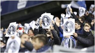 La afición del Málaga protesta contra Al Thani, en el partido contra...