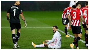 Hazard, en el área del Athletic durante la semifinal de la Supercopa.