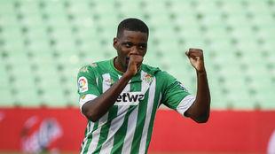 William Carvalho, celebrando un gol