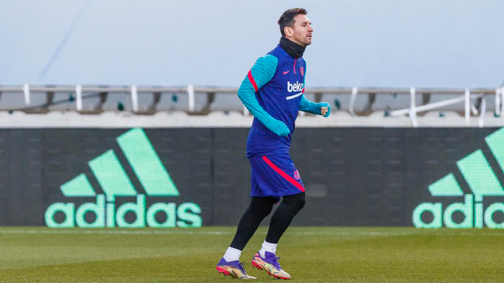 Messi misses training and it is unclear if he will play in Supercopa final
