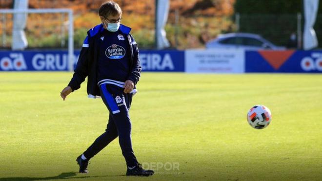 Fernando Vázquez, durante un entrenamiento con el Deportivo.