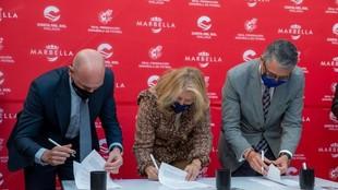 Luis Rubiales, Ángeles Muñoz y Francisco Salado, en la firma del...