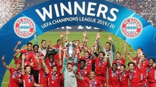 Los jugadores del Bayern, levantando la Champions ganada en Lisboa en...