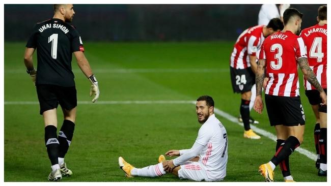 Hazad, en el suelo, en una de las primeras acciones de la semifinal.