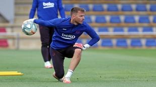 Neto, un entrenamiento del Barcelona.