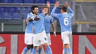 La Lazio vence a la Roma y se ubica debajo del Napoli en la tabla.