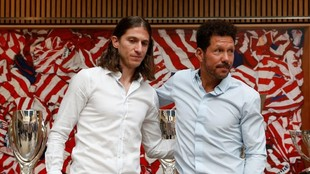 Filipe y Simeone posan en el Metropolitano.