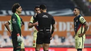 Monterrey se adelantó con un polémico penalti