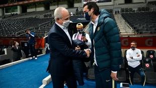 Javier Aguirre y Santiago Solari, amistosa imagen previo al partido.