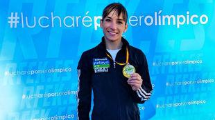 Sandra Sánchez muestra la medalla lograda en Alicante en la Liga...