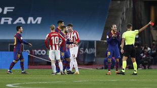 Gil Manzano expulsa a Leo Messi.