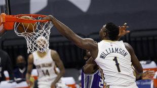 Zion Williamson machaca el aro de los Kings
