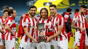Balenziaga y De Marcos, que terminan contrato, flanquean al capitán...