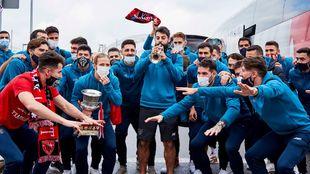 Los jugadores del Athletic, con Villalibre a la trompeta, nada más...