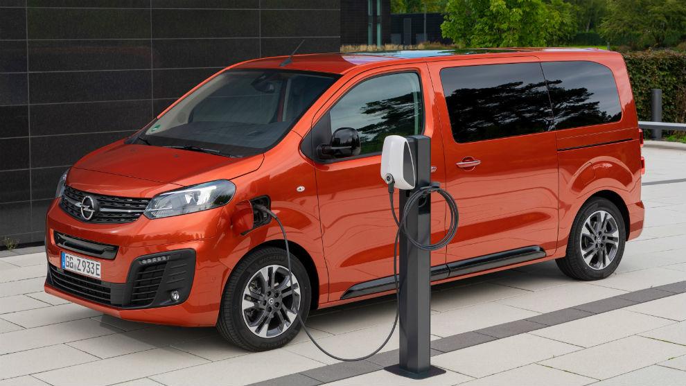 El Opel Zafira-e Life ofrece dos tamaños de batería (75 o 50 kWh) y dos rangos de autonomía (330 o 230 km).
