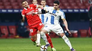 Diego Carlos frente a Sabin Merino.