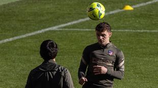 Trippier entrenando con el Atlético.