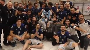 La selección argentina homenajea a Maradona, incluido Cadenas (a la...