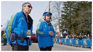 Dave McGillivray, director de carrera, con su asistente.