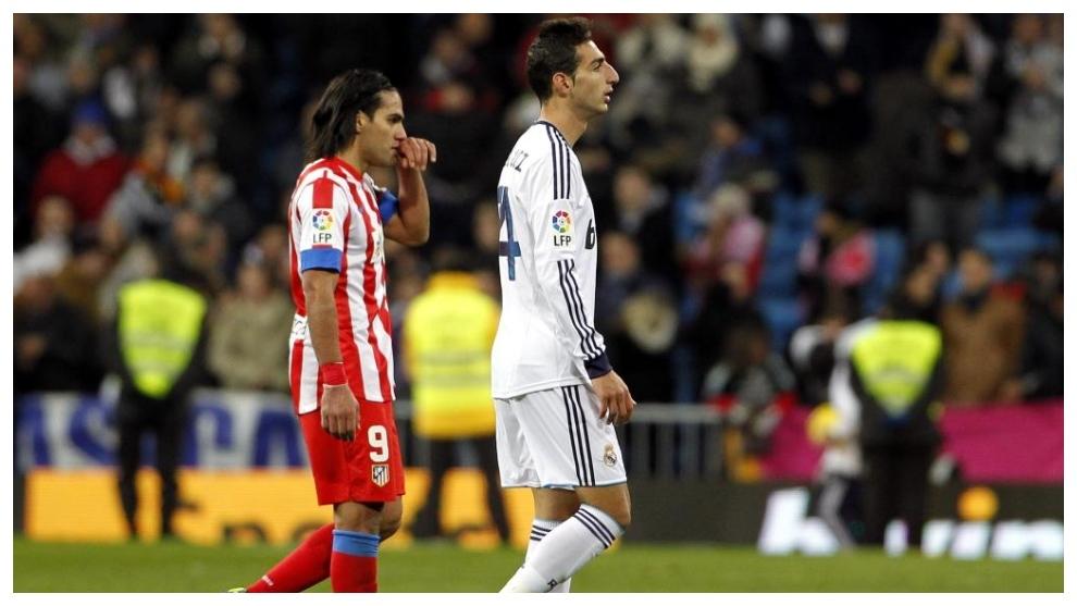José, junto a Falcao durante un derbi.