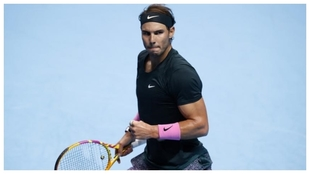 Rafael Nadal celebra un punto durante un partido.