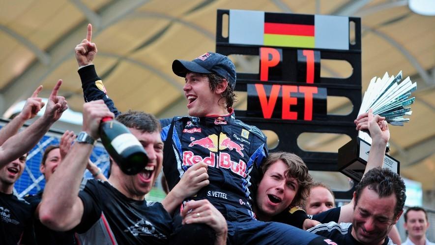 Vettel, celebrando su tercer título con Red Bull en 2012