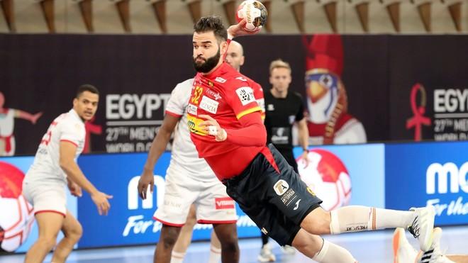 Rubén Marchán lanza para lograr uno de sus cinco tantos ante Túnez.