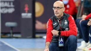 El seleccionador español, durante el partido contra Túnez /